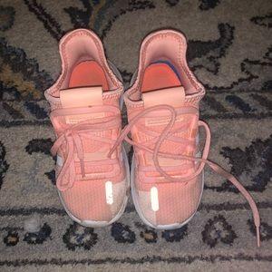 Addias Tennis shoes
